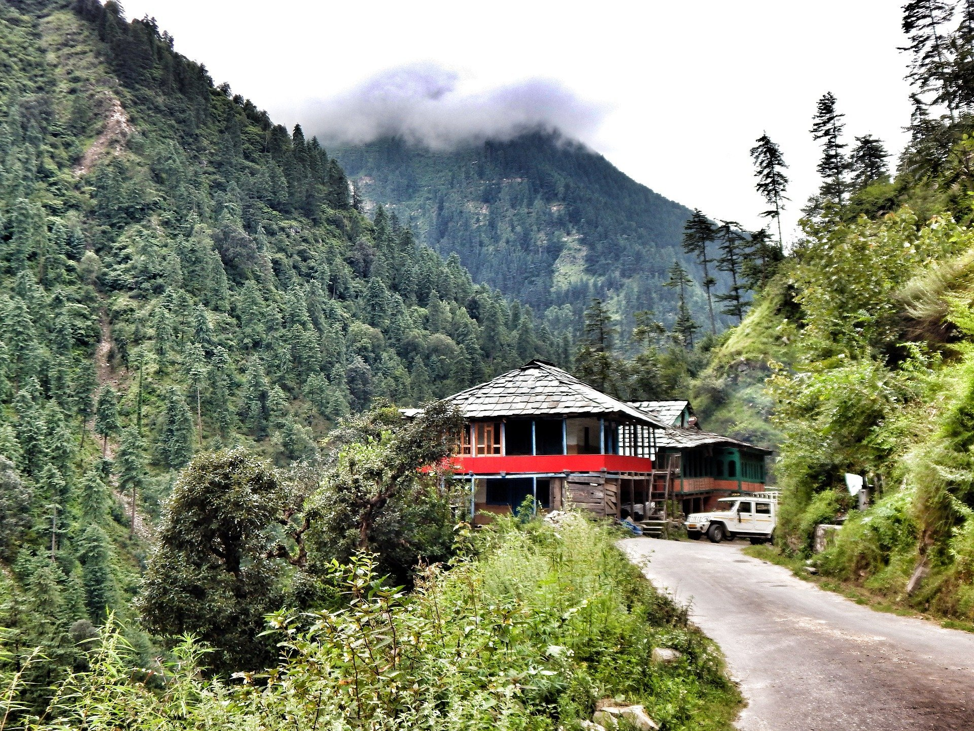 tirthan-valley-places-to-visit-in-Himachal-Pradesh