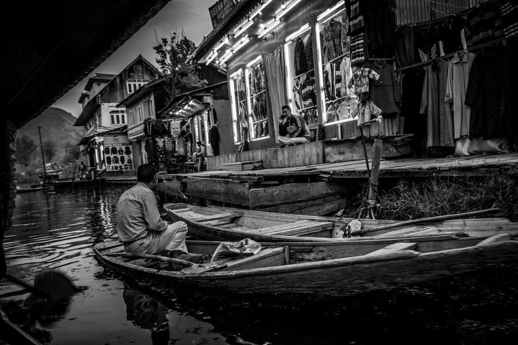 Shikhara ride Dal lake Srinagar, please to visit in Jammu and Kashmir